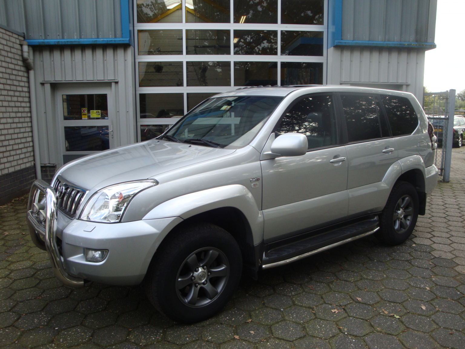 Toyota-Land Cruiser-0